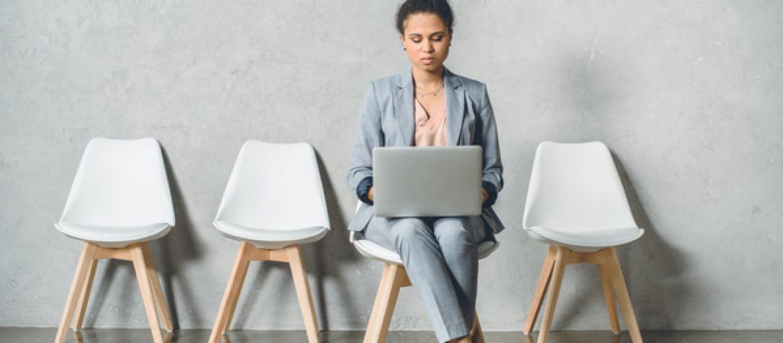 Businesswoman_sitting_waiting