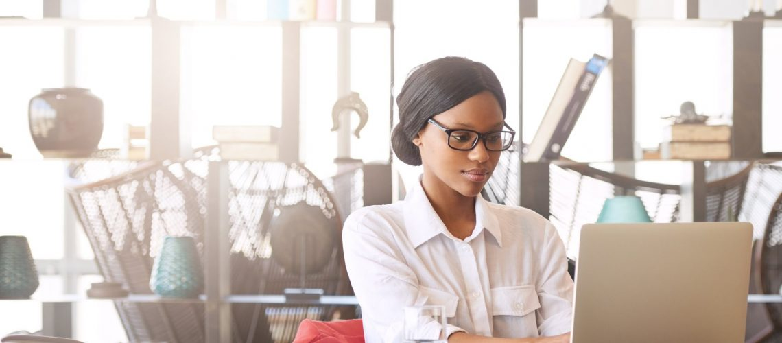 business_woman_concentrating_working_office
