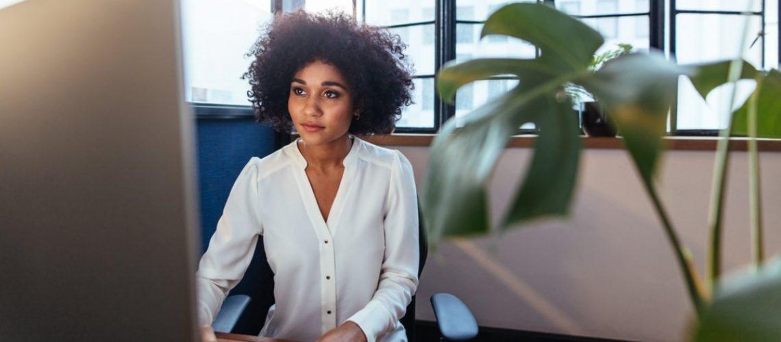 woman_at_work_at_desk
