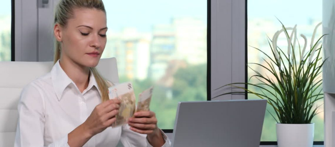 woman_counting_money_at_desk